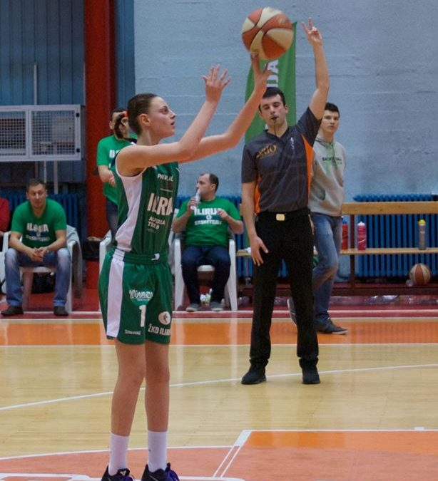 Sara Garić podaj žogo