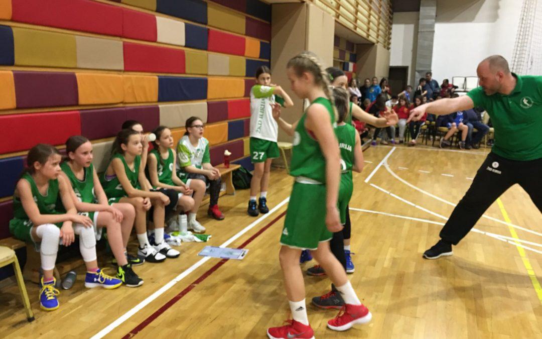 Katja Dobrišek podaj žogo