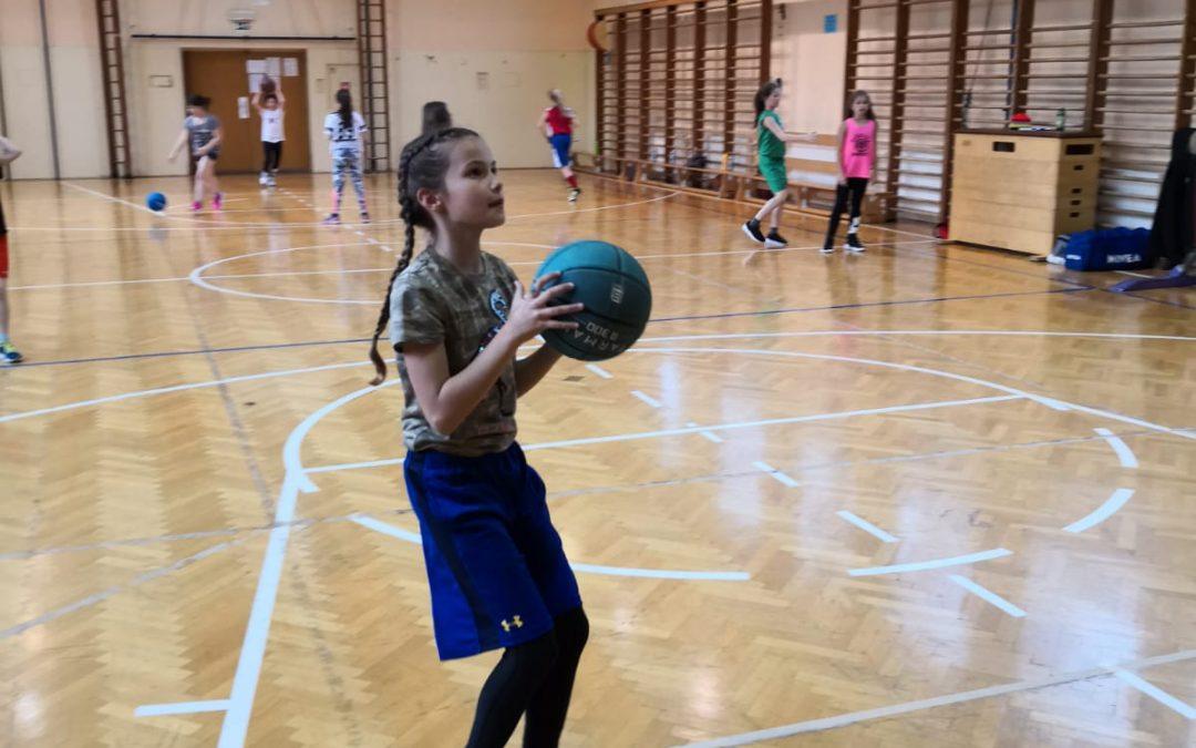 Teodora Nesterović podaj žogo